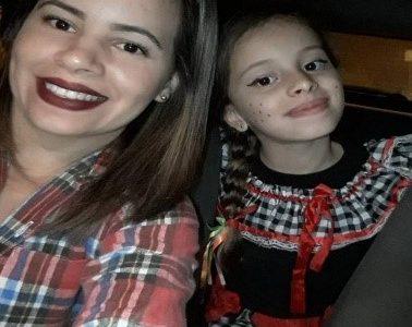 Jociane de Souza –  mãe de Alice do Carmo – Colégio Elite – Santa Cruz, RJ
